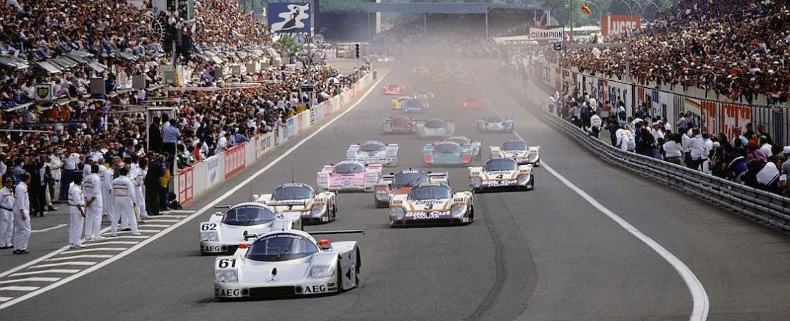 24 Hours of Le Mans, 10/11 June 1989. The scene at the start was dominated by the Sauber-Mercedes C 9 sports car prototypes with start numbers 61 (Kenny Acheson, Mauro Baldi, Gianfranco Brancatelli) and 62 (Alain Cudini, Jean-Pierre Jabouille, Jean-Louis Schlesser). The later winning car with starting number 63 (Stanley Dickens, Jochen Mass and Manuel Reuter) worked its way up from 11th on the grid.